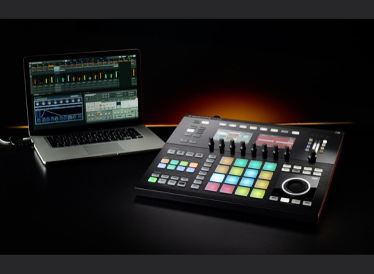Native Instruments - Maschine Studio - Laptop